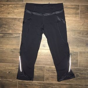 LuluLemon Reflection Black Capri Legging Size 6